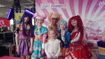 Die kleine Alicia-Sue konnte ihr Glück kaum fassen: Beim großen Nürnberger PLAYMOBIL EverDreamerz-Event bei GALERIA Karstadt Kaufhof gewann die 8-jährige den Hauptpreis