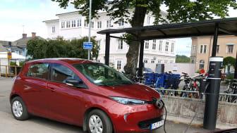 I omställningen till ett hållbart fossilfritt transportsystem spelar elbilar stor roll. Sunne kommun har satt upp 27 laddstolpar med projektstöd av Naturvårdsverket.
