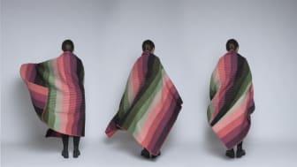 Prisvinner i design, Kristine Five Melvær viser her ett av sine  de populære pledd fra Rørøs tweed kolleksjon, kalt Åsmund-serien. Serien består totalt av 6 ulike pledd og 6 ulike puter.