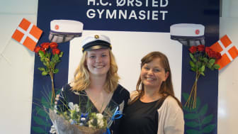 Maria Juul Jørgensen og rektor på H.C. Ørsted Gymnasiet i Lyngby, Christine Lehn-Schiøler.