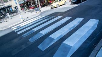 3D-övergånggställe på Drottninggatan vid Näbbtorget.