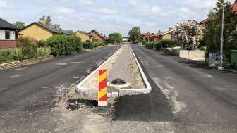 Mörarpsvägen i Bjuv där avrinningen av dagvatten förbättras under 2018. Nu återstår bara asfaltering.