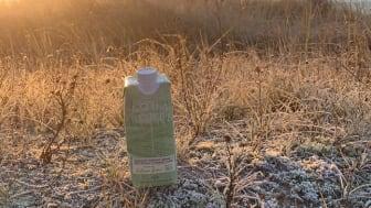 Lokalproducerat, naturligt alkaliskt källvatten i klimatsmart kartongförpackning