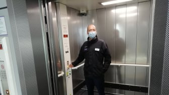 Thameslink Managing Director Tom Moran tries out one of the newly-replaced lifts at Luton Airport Parkway station