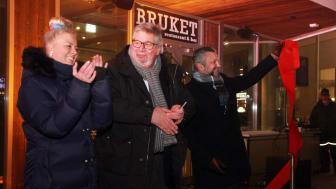 Snorklipp av Skedsmo-ordfører Ole Jacob Flæten (i midten), med hotelldirektør Jannicke Holmgreen Lorentzen (t.v) og adm. dir. i Scandic Hotels Norge, Svein Arild Steen-Mevold (t.h). Foto: Marianne Wennesland, Scandic Hotels