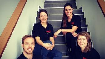 Das diesjährige Team mit Denny Hegel, Anna-Maria Schleinitz, Maria Gioftsiou und Corinna Vogt (v.l.n.r.) freut sich über die Zusagen von zahlreichen interessanten Speakern