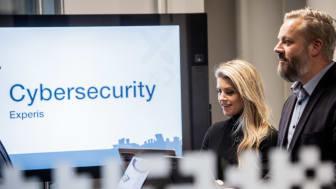 - Nå har vi gjort sikkerhetskursene fra (ISC)² tilgjengelig på nett. Dette er de mest prestisjefylte sertifiseringskursene som finnes for de som jobber med datasikkerhet, sier Bjarte Malmedal, seniorkonsulent i Experis Cybersecurity. Foto: Experis