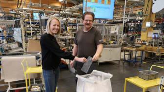 Lena Ryttar Thörnqvist och Tommy Larsson är några av dem som arbetar med att reducera antalet plastpåsar på FM Mattsson.