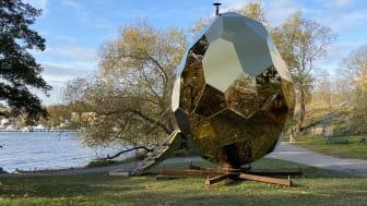 Med närhet till vattnet står Solar Egg fint placerat vid Waldemarsudde, Stockholm.