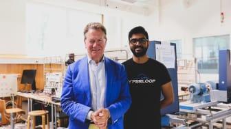 Vivek Anand från KTH Hyperloop och programledaren Michael Portillo. Bild: MTR Express