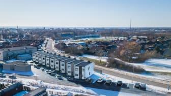 På Granlunda vid Östervångsvägen uppför Haaks Stenhus nu 10 stycken vackert designade och välplanerade radhus i bekväm bostadsrättsform. Här finner ni läcker design blandat med flexibla planlösningar och hög standard.