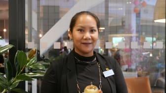 Napat Khiyapat modersmålslärare i thailändska och förstelärare med uppdrag i fjärrundervisning i Skellefteå kommun utsågs till vinnare av lärarpriset Guldäpplet. Foto: Bo Helmersson.