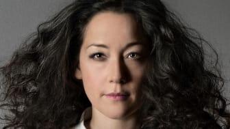 Maia Hirasawa spelar på vita scenen i Stadsparken på söndag 23 juli kl. 19.00.