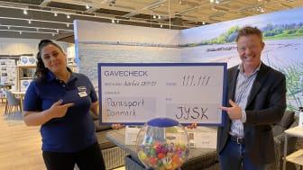 Store Manager i JYSK Viby, Sara Prüssing Yousif, og Country Manager i JYSK Danmark, Bo Andersen. Foto: JYSK