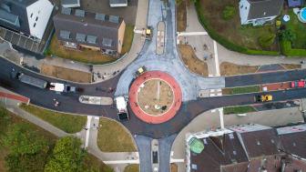 Deutschlands ersten Kreisverkehr mit schadstoffminderndem ClAir® Asphalt hat STRABAG in Dinslaken gebaut. Bildnachweis: STRABAG AG / Timo Lutz Werbefotografie, www.timo-lutz.de