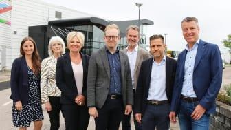 Petra Oddson (KD), Charlotte Engblom (L), Liss Böcker (C), Robin Holmberg (M), Dag Thulin, Backahill, Svante Paulsson, ordförande Arenabolaget och Anders Nelson, vd Arenabolaget.