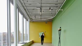Jeppe Hein, Mirror Baloons (Spegelballonger), 2012; Rotating Mirror Object II (Roterande spegelobjekt II), 2013
