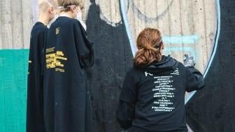 Unga konstnärer. Invånarna i Åtvidaberg engageras i skapandet.