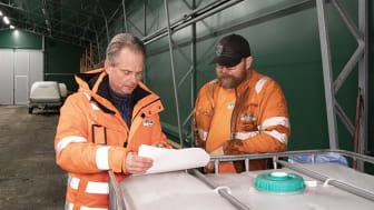 Morgan Johansson, arbetschef och Rikard Svensson, beläggningsarbetare