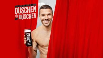 Mit dem Kauf jedes einzelnen Dusch- oder Deo-Produkts von STRASSENKICKER geht ein Teilbetrag an die Lukas Podolski Stiftung für Sport und Bildung