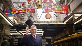"""The Savoy i London """"bygger"""" årets juldekorationer i samarbete med LEGO"""