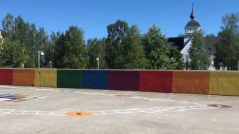 Sommardäcket är en aktivitetsyta i centrala Piteå som bjuder in till lek och spel för alla åldrar. Foto: Piteå kommun
