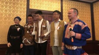 Anders Oskal från Norge och Sápmi i seminarium tillsammans med renskötare från Kina vid Gourmand Awards. Foto: Pelle Agorelius.