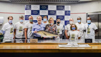 Johnny Thomassen sammen med Anette Zimowski (Sjømatrådet) og deltagere i Årets Kokk i Portugal