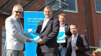 v.l.n.r.: Ulf Voigts (Bürgermeister Gemeinde Beverstedt), Stephan Luerweg (Geschäftskundenberater Deutsche Glasfaser), Guido Dieckmann (Gemeinde Beverstedt), Tjark Hartmann (Projektleiter Deutsche Glasfaser).
