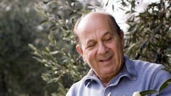 Frixos Papadopoulos besöker Fontanas olivoljeleverantör