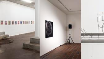 På foto værker af fra venstre:  Ida Sønder Thorhauge, Alexander Tillegreen og Biba Fibiger.