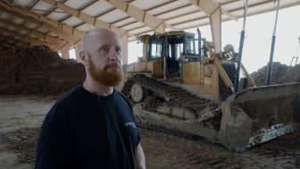 Niels Opstrup, som har en baggrund som ingeniør, har påtaget sig opgaven med at dokumentere arbejdsgangene og produktionen