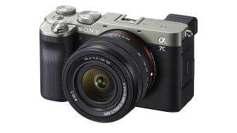 Sony wprowadza korpus α7C oraz nowy zmiennoogniskowy obiektyw tworzące razem najmniejszy i najlżejszy na świecie system aparatu pełnoklatkowego