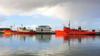 Crew change vessels with fixed harbour base