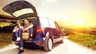 Bilferie er en dejlig og fri form for ferie - men bilen bør klargøres inden de mange km