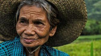 Filippinska Nanay Placings jordbruk försörjer idag tio barn och många barnbarn.