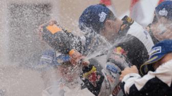 Mange sjårfører og bilprodusenter drømmer om å riste champagneflasken på toppen av podiet
