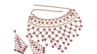 """""""La Nina"""" smykkesæt med talrige facetslebne rubiner fra Grønland. Vurdering: 75.000-100.000 kr."""