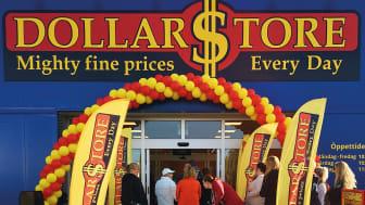 Bild från butiksöppning på DollarStore.