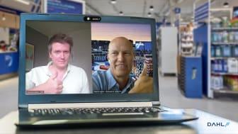 Ingemar Clementson på NSVA (till vänster i bild) och Magnus Johansson på Dahl Sverige AB har tecknat avtal på sedvanligt sätt, digitalt, för smarta vattenmätare och IoT till nordvästra Skåne i samarbete med Netmore och Ambiductor.