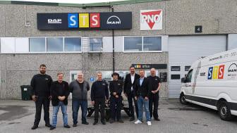 STS personal och representanter för PNO vid verkstaden i Luleå