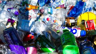 Över 100,000 ton plast kan flyta runt i världshaven