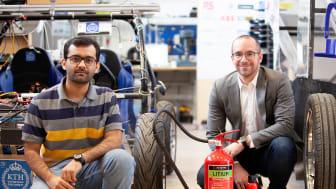 Med AVD-släckare i KTH:s forskningscentrum kan man arbeta på ett säkert sätt med utveckling av eldrivna fordon.