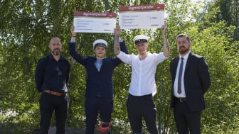 Årets Bygmastipendiater i Sundsvall Isak Persson och Anton Unger, här omgivna av Bygmas Magnus Sundberg (t.v.) och rektor Martin Roos. Foto: Olle Melkerhed.