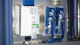 WAGOs DIN-Rail-nätaggregat från Pro 2-serien kan utvidgas med en kommunikationsmodul för datautväxling via en PLC eller IoT-gateway. Foto: WAGO