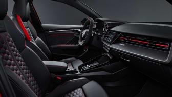 Audi RS 3 interiør med RS-designpakke i rød