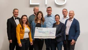 Insgesamt 2.000 Euro! Diese Summe konnten die MitarbeiterInnen des Tettnanger Leuchtenherstellers LTS und die Spielbank Lindau an die Kinderstiftung Bodensee übergeben.