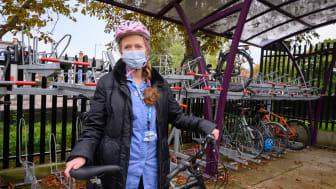 Nurse Jane O'Connor with her refurbished bike at St Albans City station