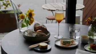 """På helgens meny ser vi """"Bellini"""" med äpple och Calvados, oxrilette och majssoppa."""