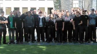 Eleverna på ITU-programmet får alltid sommarjobb på GKN, i år ett 60-tal elever. Här syns ungefär hälften av dem.